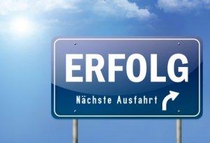 """Autobahnschild - Nächste Ausfahrt """"Erfolg"""""""