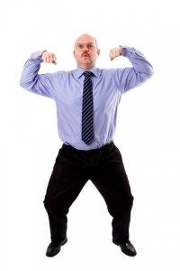 Chef zeigt seine Power-Muskeln