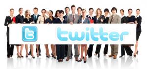Menschen mit Plakat in der Hand - Aufschrift Twitter